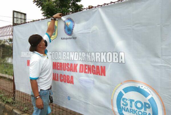Masa Pandemi belum Berakhir; BNN Kabupaten Bogor Pasang Spanduk sebagai Media Informasi