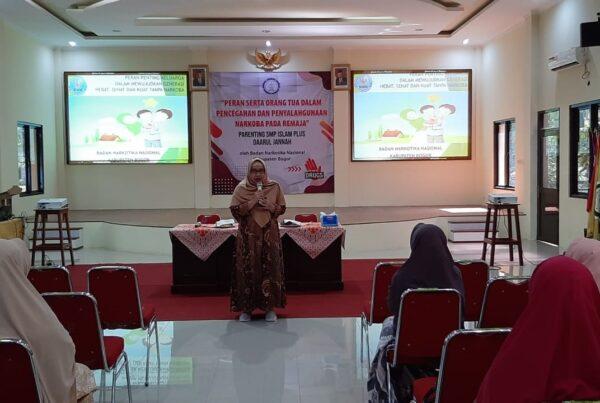 BNN Kabupaten Bogor Berikan Parenting P4GN pada Wali Murid SMP Daarul Jannah